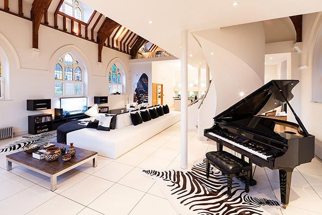 piano-sala-casa-moderna-igreja