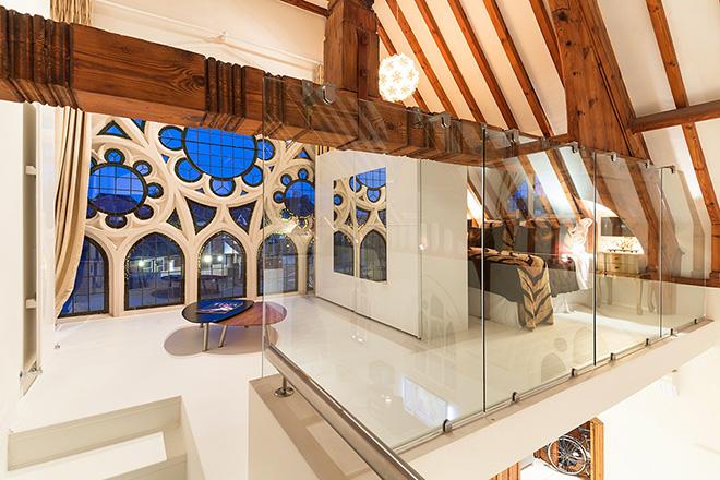 vidraca-original-da-igreja-no-quarto