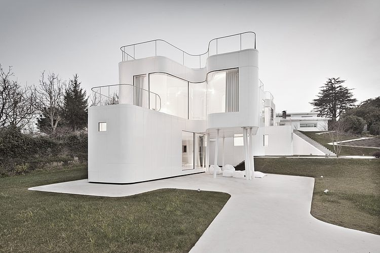 casa-futurista-branca