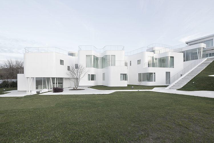 casa-inteira-branca-gramado