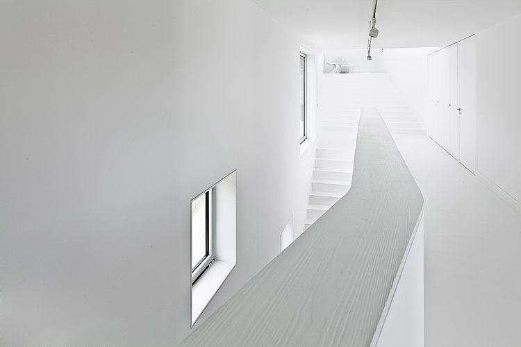 corredor-inteiro-branco-de-casa