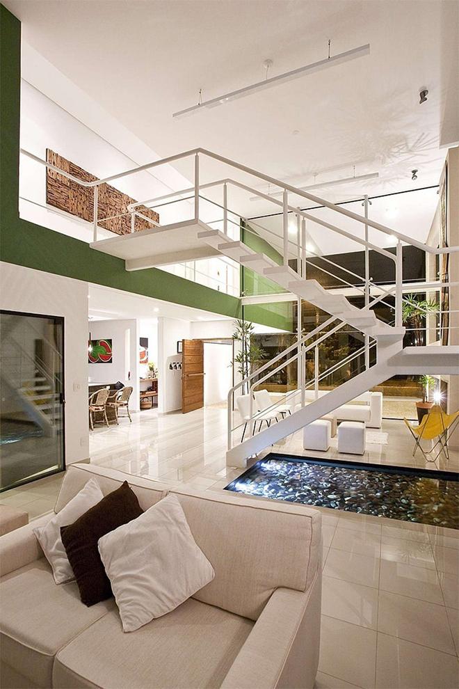 escada-interna-branca-casa-praia