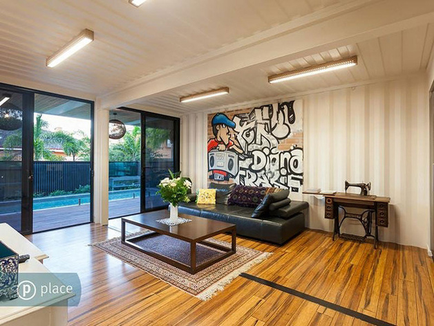 grafite-na-sala-de-estar-casa-container