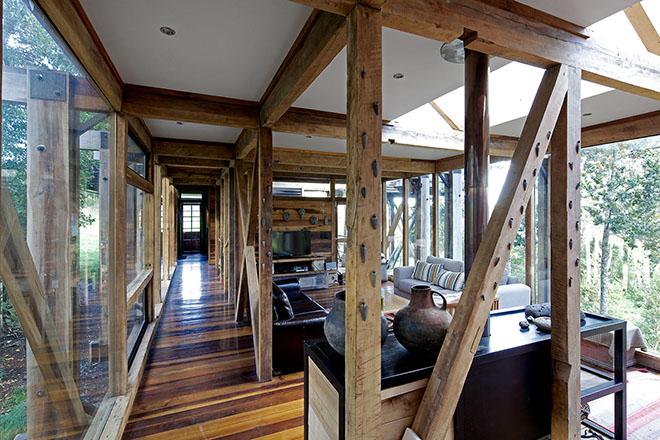 interior-da-casa-madeira