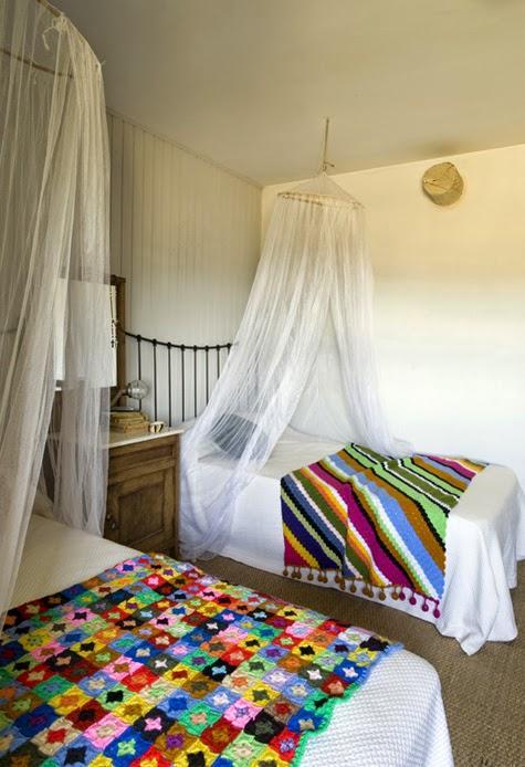 manta-colorida-casa-antiga-de-fazenda