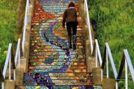 capa-escadas-coloridas