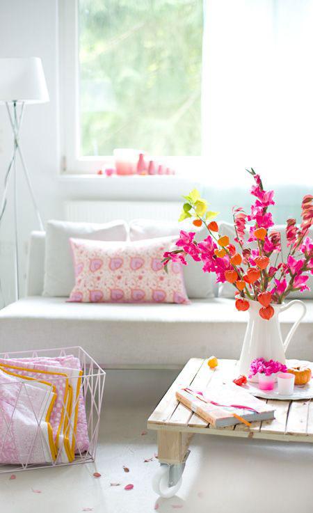 flor-mesa-de-centro-destaca-ambiente