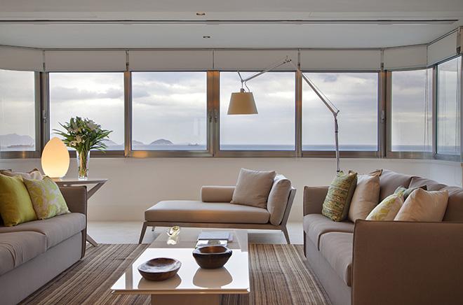 sala-de-estar-com-janelas-amplas