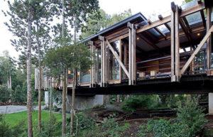 Casa construída sob rio